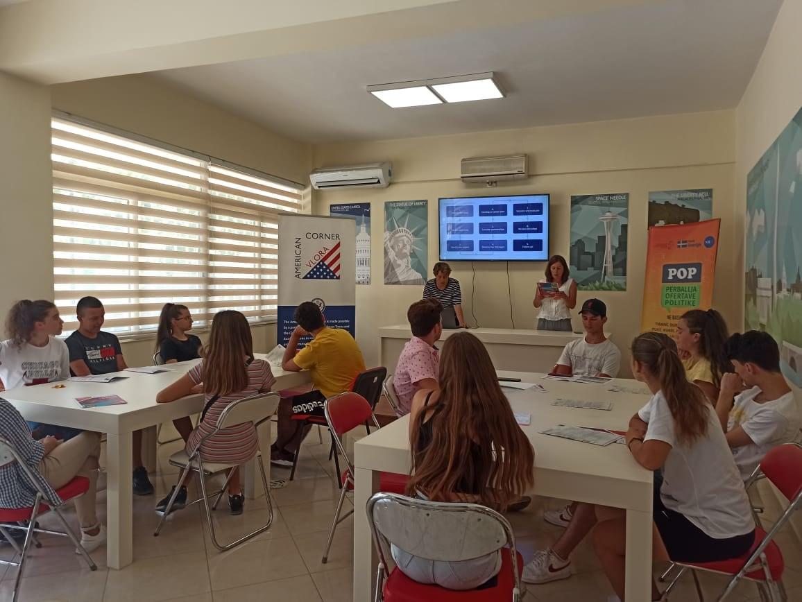 Diskutime me të rinjtë mbi prioritetet e Kontratës Sociale në Vlorë.