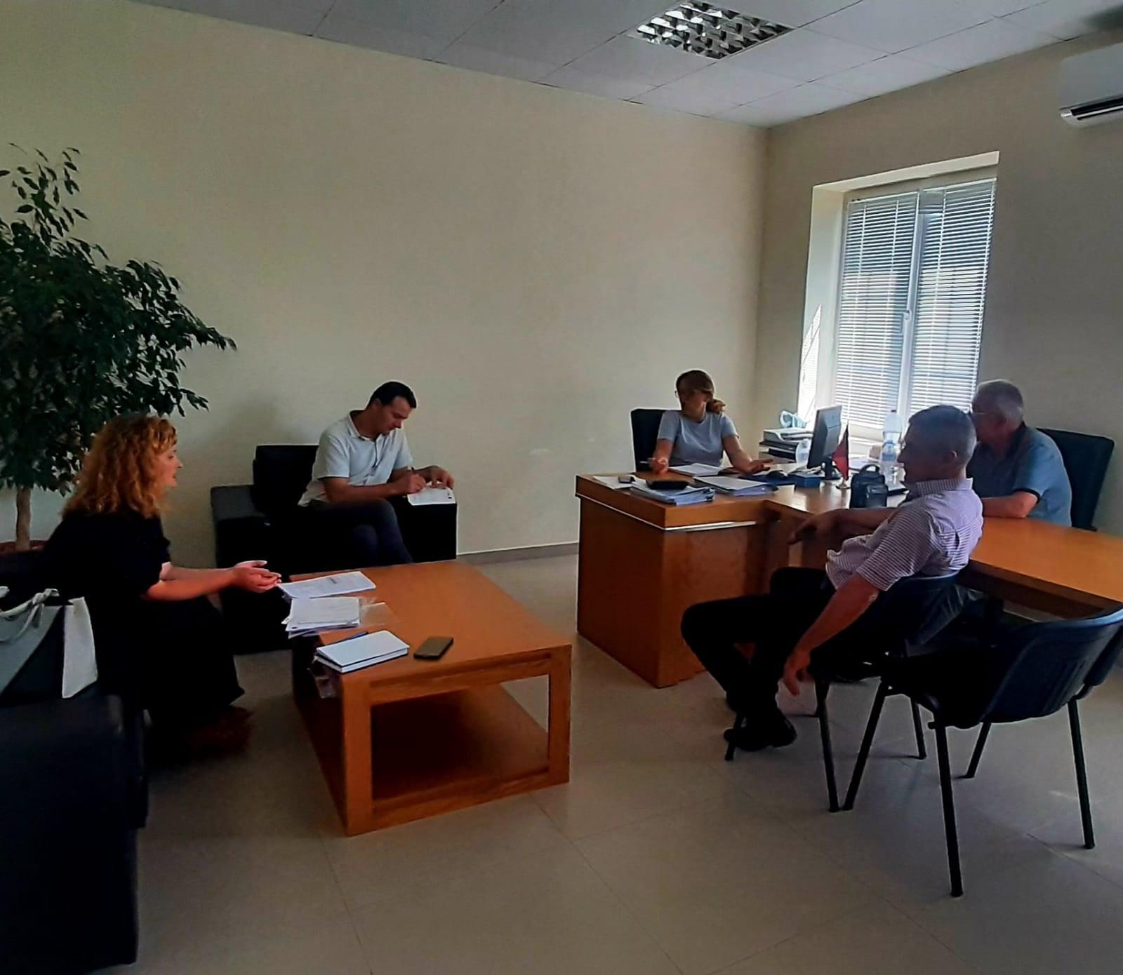 """Raporti studimor """"Pjesëmarrja dhe angazhimi qytetar në nivel vendor"""", në Bashkinë Vau Dejës."""
